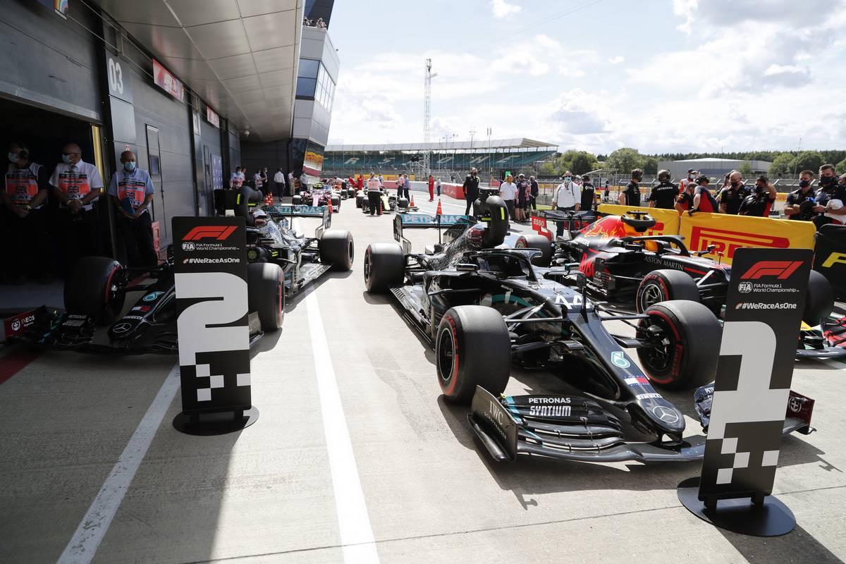 Valtteri Bottas (FIN) Mercedes AMG F1; Lewis Hamilton (GBR) Mercedes AMG F1; Max Verstappen (NLD) Red Bull Racing.