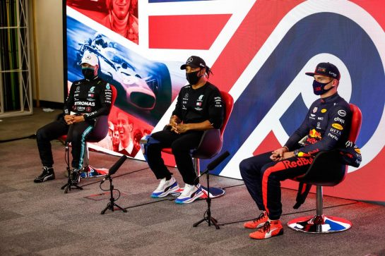 (L to R): Valtteri Bottas (FIN) Mercedes AMG F1; Lewis Hamilton (GBR) Mercedes AMG F1; and Lewis Hamilton (GBR) Mercedes AMG F1, in the post qualifying FIA Press Conference.