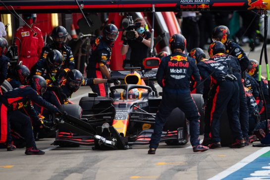 Max Verstappen (NLD) Red Bull Racing RB16 makes a pit stop. 02.08.2020. Formula 1 World Championship, Rd 4, British Grand Prix, Silverstone, England, Race Day. - www.xpbimages.com, EMail: requests@xpbimages.com © Copyright: Bearne / XPB Images