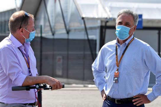 (L to R): Martin Brundle (GBR) Sky Sports Commentator with Chase Carey (USA) Formula One Group Chairman. 08.08.2020. Formula 1 World Championship, Rd 5, 70th Anniversary Grand Prix, Silverstone, England, Qualifying Day. - www.xpbimages.com, EMail: requests@xpbimages.com © Copyright: Batchelor / XPB Images