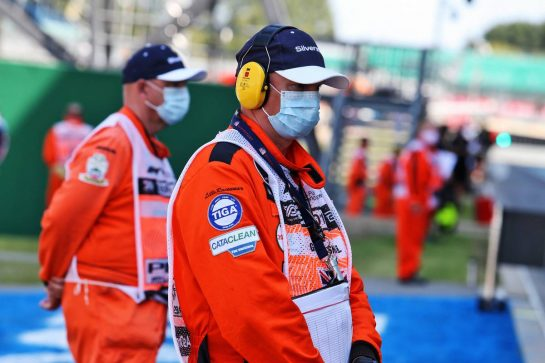 Circuit atmosphere - marshal in the pits. 08.08.2020. Formula 1 World Championship, Rd 5, 70th Anniversary Grand Prix, Silverstone, England, Qualifying Day. - www.xpbimages.com, EMail: requests@xpbimages.com © Copyright: Moy / XPB Images