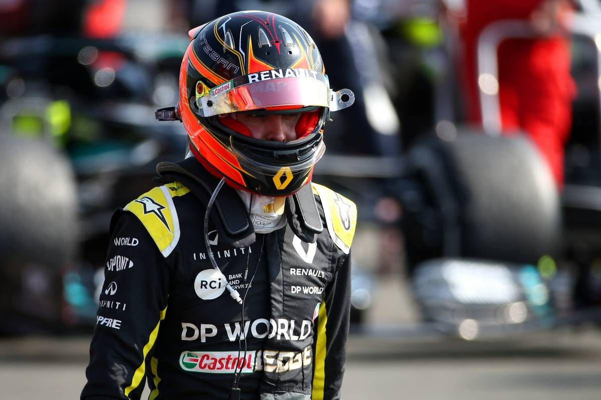 Esteban Ocon (FRA) Renault F1 Team RS20.