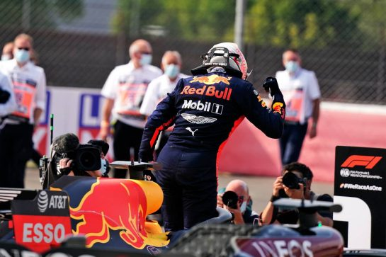Race winner Max Verstappen (NLD) Red Bull Racing RB16 celebrates in parc ferme. 09.08.2020. Formula 1 World Championship, Rd 5, 70th Anniversary Grand Prix, Silverstone, England, Race Day. - www.xpbimages.com, EMail: requests@xpbimages.com © Copyright: Dungan / XPB Images