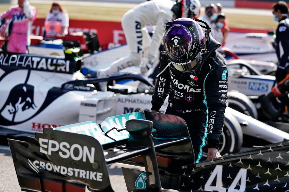 Lewis Hamilton (GBR) Mercedes AMG F1 W11 in parc ferme.