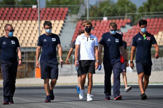 Pierre Gasly (FRA) AlphaTauri walks the circuit with the team. 13.08.2020. Formula 1 World Championship, Rd 6, Spanish Grand Prix, Barcelona, Spain, Preparation Day. - www.xpbimages.com, EMail: requests@xpbimages.com © Copyright: Batchelor / XPB Images