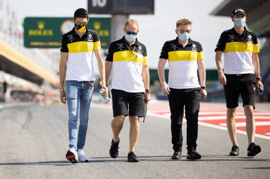 Esteban Ocon (FRA) Renault F1 Team walks the circuit with the team. 13.08.2020. Formula 1 World Championship, Rd 6, Spanish Grand Prix, Barcelona, Spain, Preparation Day. - www.xpbimages.com, EMail: requests@xpbimages.com © Copyright: Bearne / XPB Images