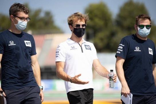 Pierre Gasly (FRA) AlphaTauri walks the circuit with the team. 13.08.2020. Formula 1 World Championship, Rd 6, Spanish Grand Prix, Barcelona, Spain, Preparation Day. - www.xpbimages.com, EMail: requests@xpbimages.com © Copyright: Bearne / XPB Images
