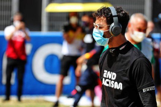 Daniel Ricciardo (AUS) Renault F1 Team on the grid. 16.08.2020. Formula 1 World Championship, Rd 6, Spanish Grand Prix, Barcelona, Spain, Race Day. - www.xpbimages.com, EMail: requests@xpbimages.com © Copyright: Batchelor / XPB Images
