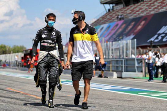 Daniel Ricciardo (AUS) Renault F1 Team on the grid. 16.08.2020. Formula 1 World Championship, Rd 6, Spanish Grand Prix, Barcelona, Spain, Race Day. - www.xpbimages.com, EMail: requests@xpbimages.com © Copyright: Charniaux / XPB Images