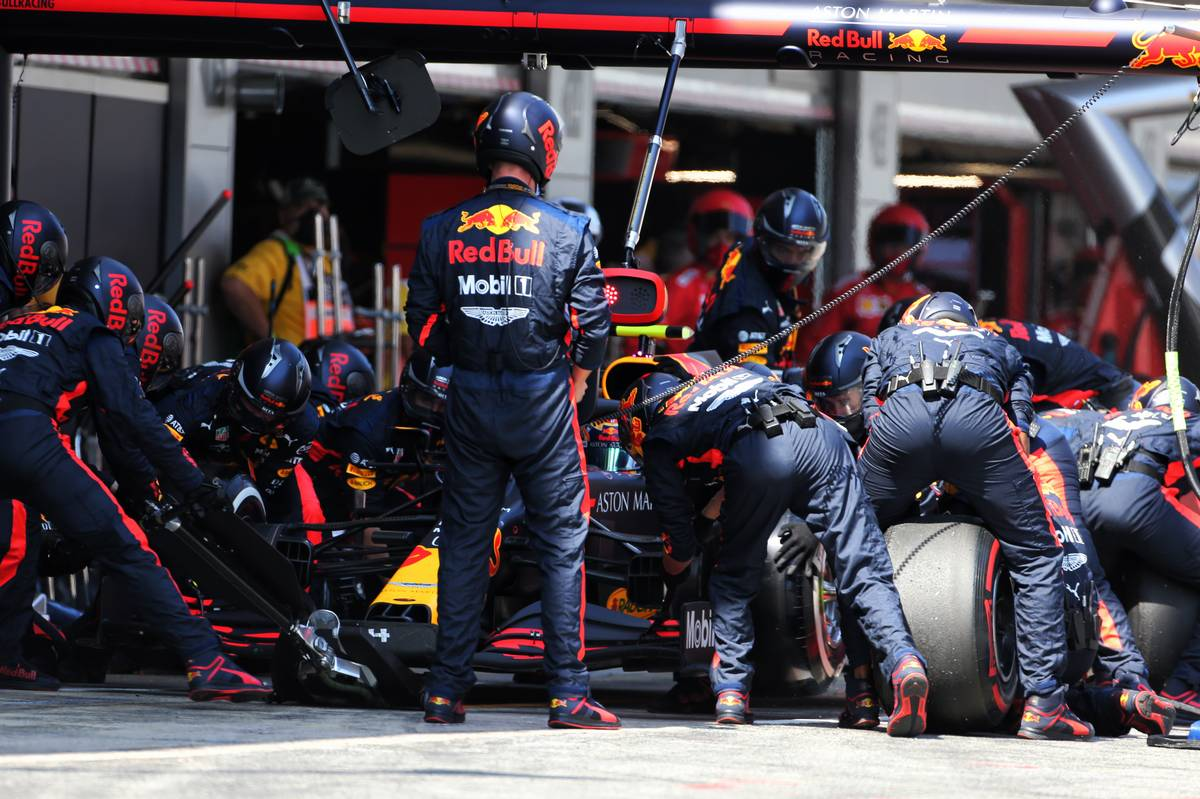 Alexander Albon (THA) Red Bull Racing RB16 makes a pit stop.