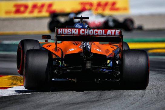 Carlos Sainz Jr (ESP) McLaren MCL35. 16.08.2020. Formula 1 World Championship, Rd 6, Spanish Grand Prix, Barcelona, Spain, Race Day. - www.xpbimages.com, EMail: requests@xpbimages.com © Copyright: Filipe / XPB Images