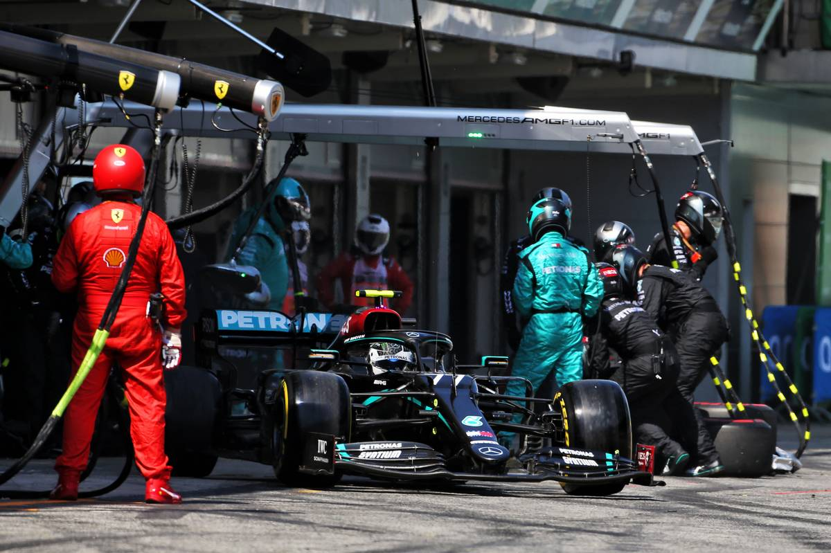 Valtteri Bottas (FIN) Mercedes AMG F1 W11 makes a pit stop.