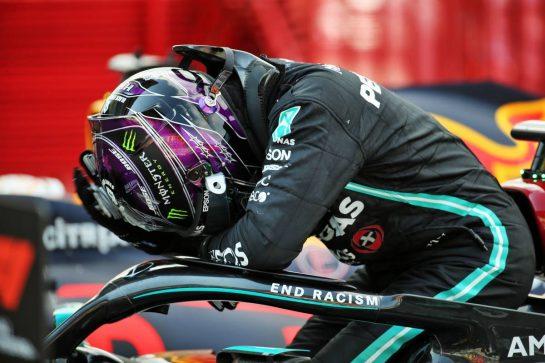 Race winner Lewis Hamilton (GBR) Mercedes AMG F1 W11 in parc ferme. 16.08.2020. Formula 1 World Championship, Rd 6, Spanish Grand Prix, Barcelona, Spain, Race Day. - www.xpbimages.com, EMail: requests@xpbimages.com © Copyright: Batchelor / XPB Images