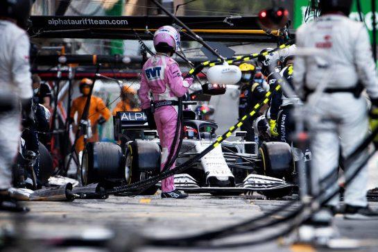 Daniil Kvyat (RUS) AlphaTauri AT01 makes a pit stop. 16.08.2020. Formula 1 World Championship, Rd 6, Spanish Grand Prix, Barcelona, Spain, Race Day. - www.xpbimages.com, EMail: requests@xpbimages.com © Copyright: Bearne / XPB Images