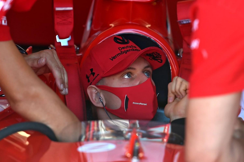 Hakkinen puts his money on Schumacher for F1 drive