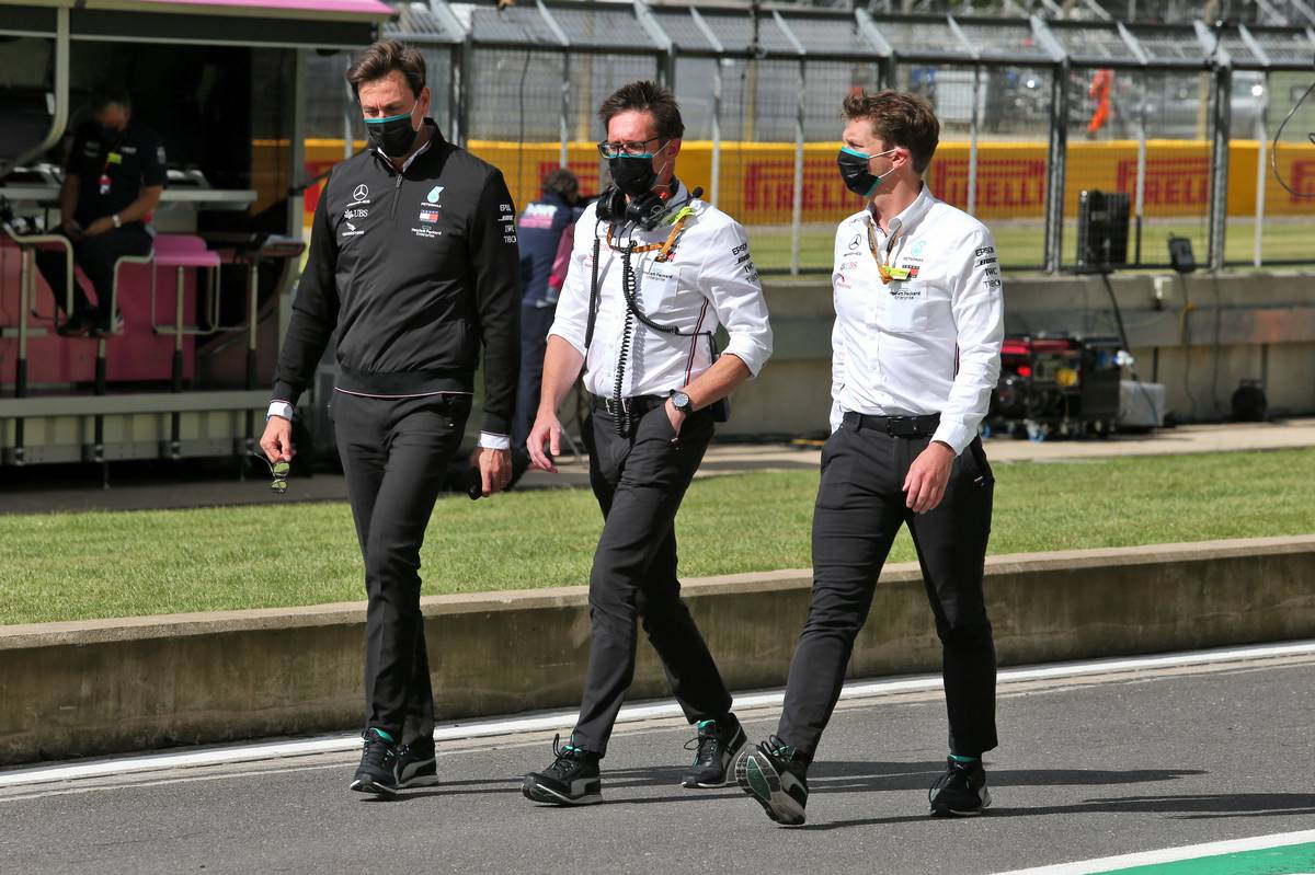 Toto Wolff (GER) Mercedes AMG F1 Shareholder and Executive Director; Andrew Shovlin (GBR) Mercedes AMG F1 Engineer.