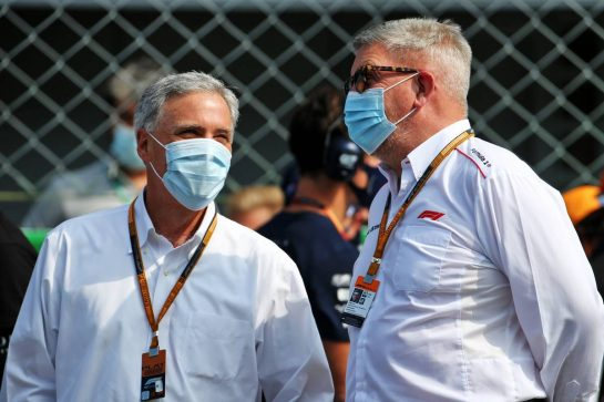 (L to R): Chase Carey (USA) Formula One Group Chairman with Ross Brawn (GBR) Managing Director, Motor Sports on the grid.