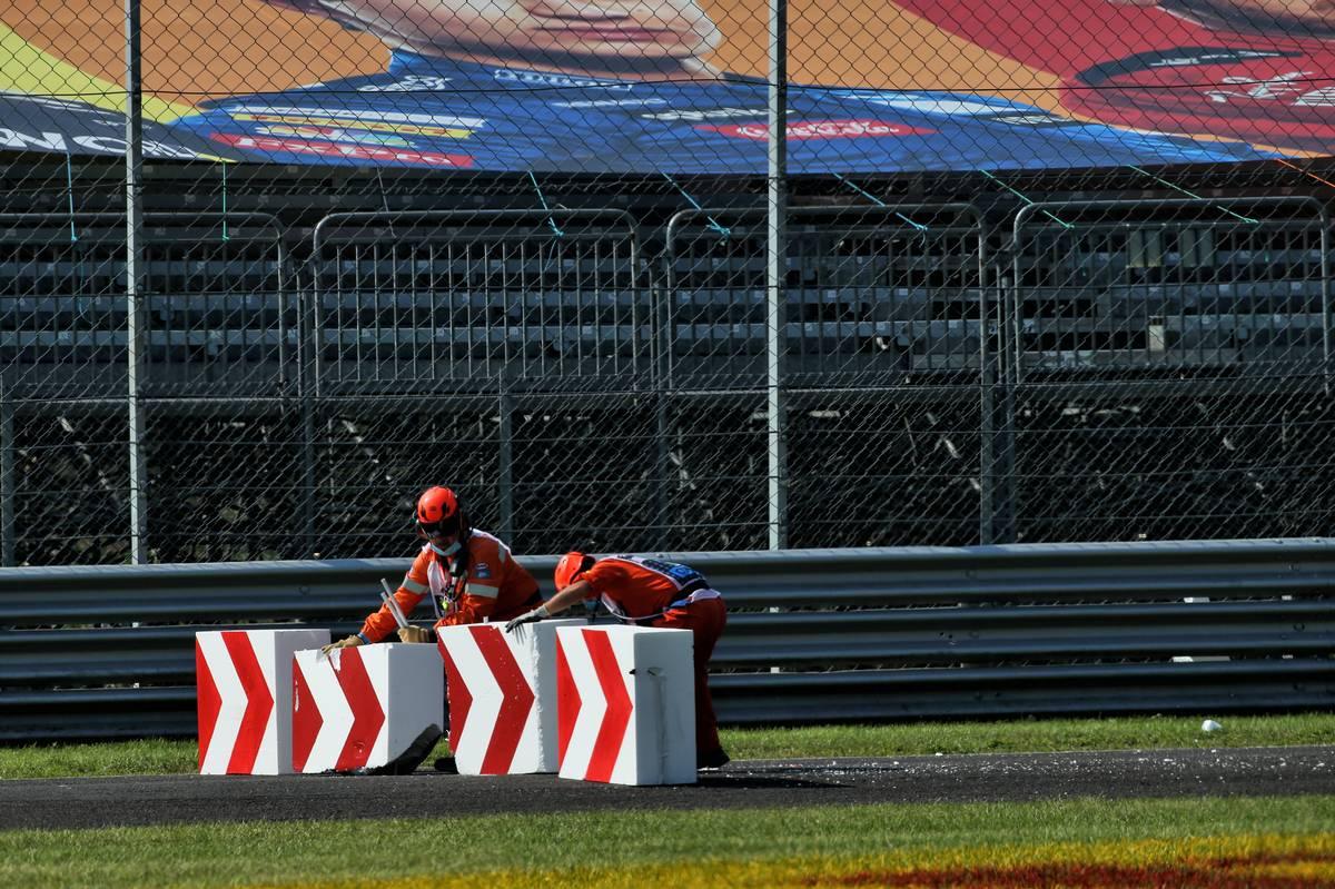 Marshals replace the polystyrene blocks destroyed by Sebastian Vettel (GER) Ferrari SF1000. 06.09.2020.
