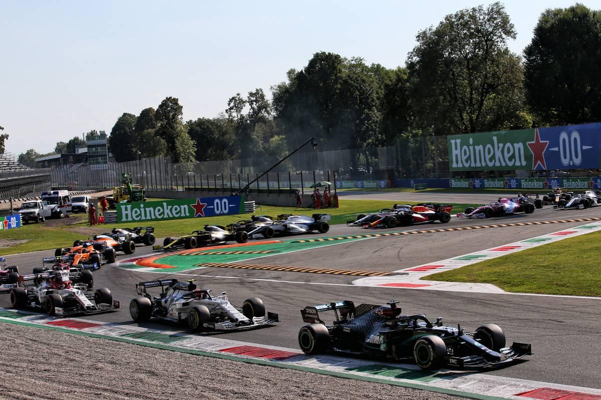 Lewis Hamilton (GBR) Mercedes AMG F1 W11 leads at the restart.