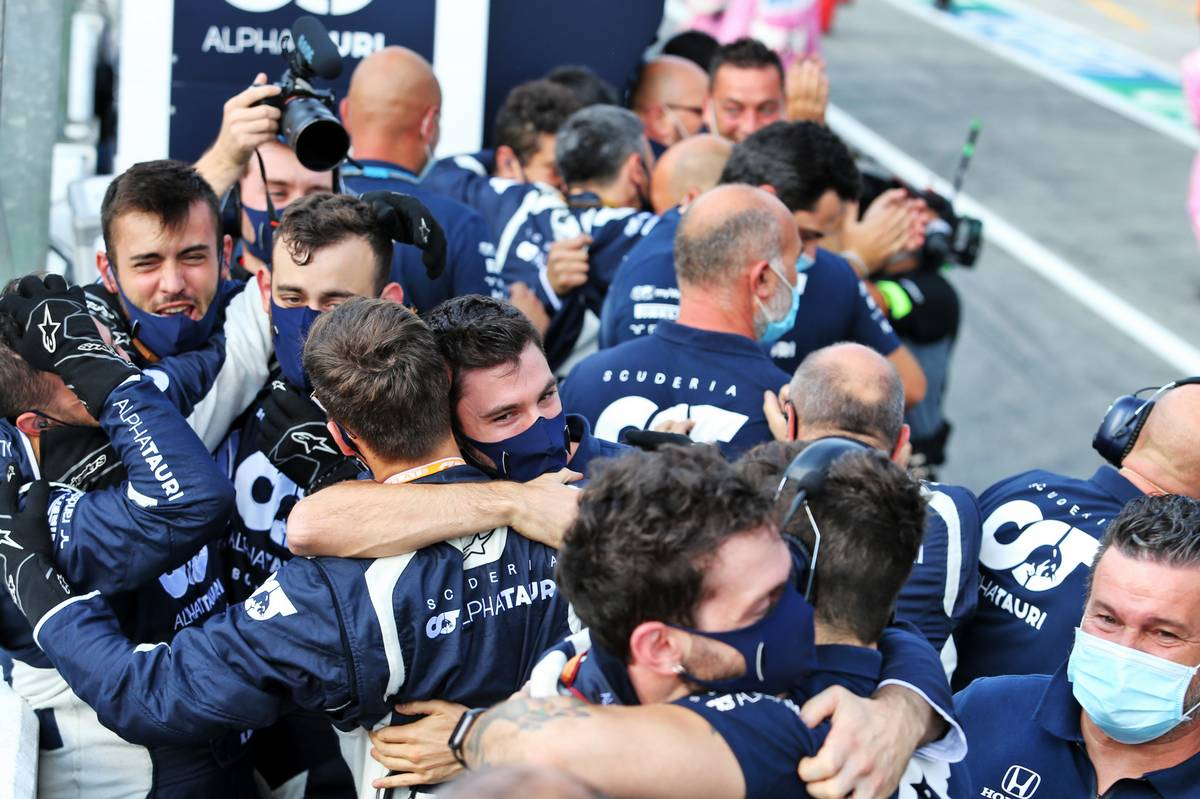 AlphaTauri celebrate victory for Pierre Gasly (FRA) AlphaTauri.