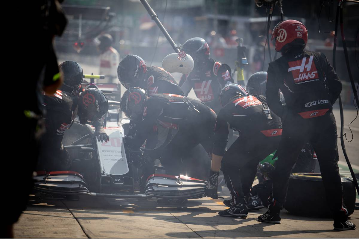 Kevin Magnussen (DEN) Haas VF-20 makes a pit stop.