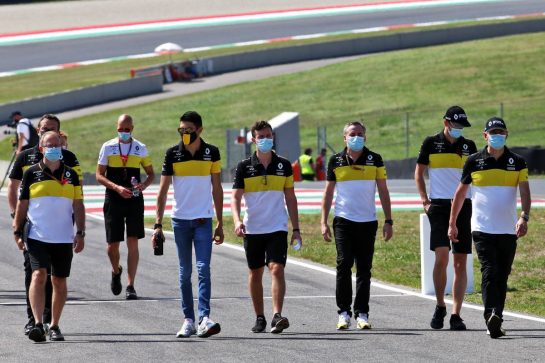Esteban Ocon (FRA) Renault F1 Team walks the circuit with the team. 10.09.2020. Formula 1 World Championship, Rd 9, Tuscan Grand Prix, Mugello, Italy, Preparation Day. - www.xpbimages.com, EMail: requests@xpbimages.com © Copyright: Batchelor / XPB Images