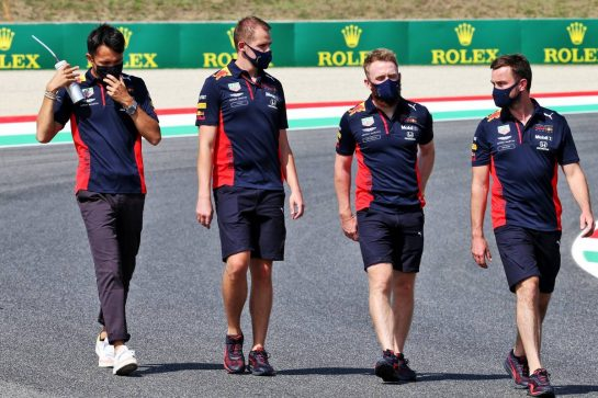 Alexander Albon (THA) Red Bull Racing walks the circuit with the team. 10.09.2020. Formula 1 World Championship, Rd 9, Tuscan Grand Prix, Mugello, Italy, Preparation Day. - www.xpbimages.com, EMail: requests@xpbimages.com © Copyright: Batchelor / XPB Images