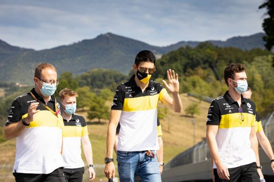 Esteban Ocon (FRA) Renault F1 Team walks the circuit with the team. 10.09.2020. Formula 1 World Championship, Rd 9, Tuscan Grand Prix, Mugello, Italy, Preparation Day. - www.xpbimages.com, EMail: requests@xpbimages.com © Copyright: Bearne / XPB Images