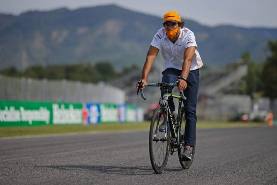 Carlos Sainz Jr (ESP), McLaren F1 Team  10.09.2020. Formula 1 World Championship, Rd 9, Tuscan Grand Prix, Mugello, Italy, Preparation Day. - www.xpbimages.com, EMail: requests@xpbimages.com © Copyright: Charniaux / XPB Images