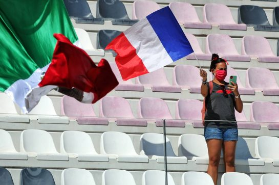 Circuit atmosphere - fans in the grandstand. 11.09.2020. Formula 1 World Championship, Rd 9, Tuscan Grand Prix, Mugello, Italy, Practice Day. - www.xpbimages.com, EMail: requests@xpbimages.com © Copyright: Moy / XPB Images