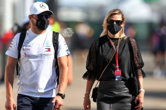 Valtteri Bottas (FIN) Mercedes AMG F1 Will Hings (GBR) Force India F1 Press Officer girlfriend Tiffany Cromwell (AUS) Professional Cyclist. 13.09.2020. Formula 1 World Championship, Rd 9, Tuscan Grand Prix, Mugello, Italy, Race Day. - www.xpbimages.com, EMail: requests@xpbimages.com © Copyright: Moy / XPB Images