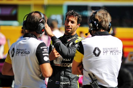 Daniel Ricciardo (AUS) Renault F1 Team on the grid. 13.09.2020. Formula 1 World Championship, Rd 9, Tuscan Grand Prix, Mugello, Italy, Race Day. - www.xpbimages.com, EMail: requests@xpbimages.com © Copyright: Moy / XPB Images