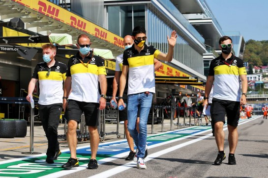 Esteban Ocon (FRA) Renault F1 Team walks the circuit with the team. 24.09.2020. Formula 1 World Championship, Rd 10, Russian Grand Prix, Sochi Autodrom, Sochi, Russia, Preparation Day. - www.xpbimages.com, EMail: requests@xpbimages.com © Copyright: Moy / XPB Images