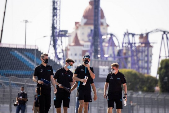 Nicholas Latifi (CDN) Williams Racing walks the circuit with the team. 24.09.2020. Formula 1 World Championship, Rd 10, Russian Grand Prix, Sochi Autodrom, Sochi, Russia, Preparation Day. - www.xpbimages.com, EMail: requests@xpbimages.com © Copyright: Bearne / XPB Images