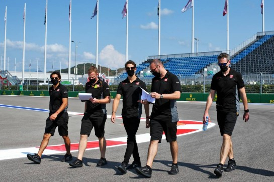 Romain Grosjean (FRA) Haas F1 Team walks the circuit with the team. 24.09.2020. Formula 1 World Championship, Rd 10, Russian Grand Prix, Sochi Autodrom, Sochi, Russia, Preparation Day. - www.xpbimages.com, EMail: requests@xpbimages.com © Copyright: Batchelor / XPB Images