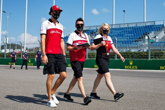 Antonio Giovinazzi (ITA) Alfa Romeo Racing walks the circuit with the team. 24.09.2020. Formula 1 World Championship, Rd 10, Russian Grand Prix, Sochi Autodrom, Sochi, Russia, Preparation Day. - www.xpbimages.com, EMail: requests@xpbimages.com © Copyright: Batchelor / XPB Images