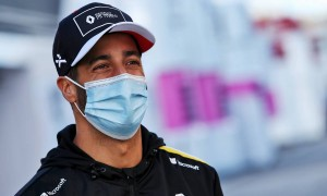 Renault 'properly in the hunt' for P3 - Ricciardo