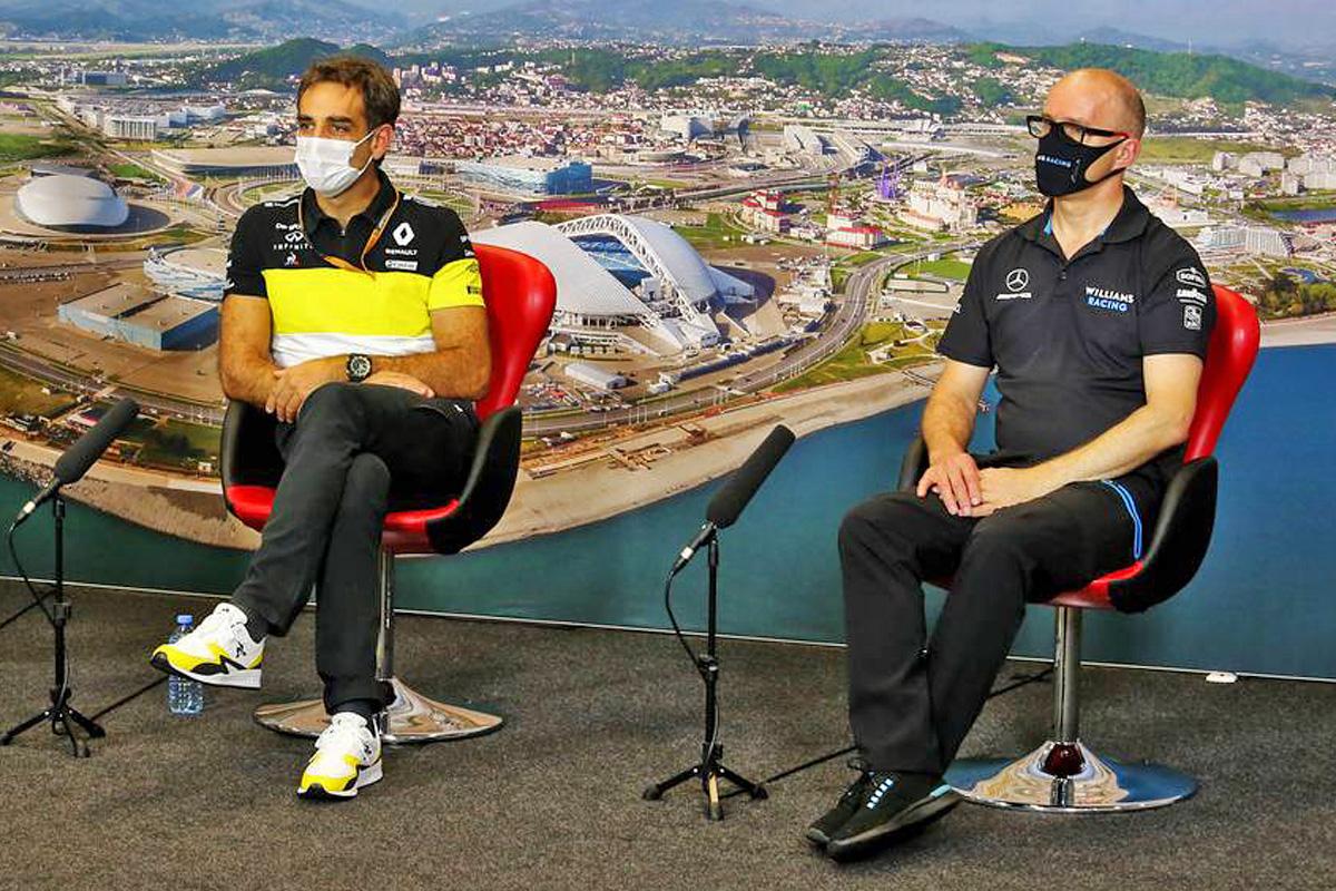 Cyril Abiteboul (FRA) Renault Sport F1 Managing Director; Simon Roberts (GBR) Williams Racing F1 Acting Team Principal.