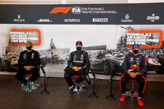 (L to R): Lewis Hamilton (GBR) Mercedes AMG F1; Valtteri Bottas (FIN) Mercedes AMG F1; and Max Verstappen (NLD) Red Bull Racing, in the post qualifying FIA Press Conference. 10.10.2020. Formula 1 World Championship, Rd 11, Eifel Grand Prix, Nurbugring, Germany, Qualifying Day. - www.xpbimages.com, EMail: requests@xpbimages.com © Copyright: FIA Pool Image for Editorial Use Only