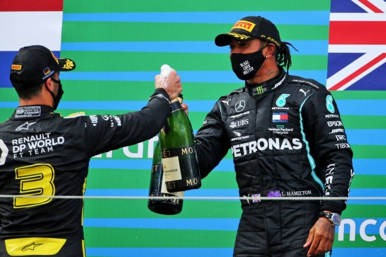 (L to R): Daniel Ricciardo (AUS) Renault F1 Team celebrates his third position on the podium with race winner Lewis Hamilton (GBR) Mercedes AMG F1. 11.10.2020. Formula 1 World Championship, Rd 11, Eifel Grand Prix, Nurbugring, Germany, Race Day. - www.xpbimages.com, EMail: requests@xpbimages.com © Copyright: Charniaux / XPB Images