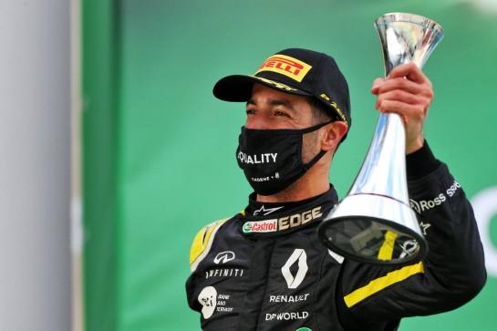 Daniel Ricciardo (AUS) Renault F1 Team celebrates his third position on the podium. 11.10.2020. Formula 1 World Championship, Rd 11, Eifel Grand Prix, Nurbugring, Germany, Race Day. - www.xpbimages.com, EMail: requests@xpbimages.com © Copyright: Moy / XPB Images