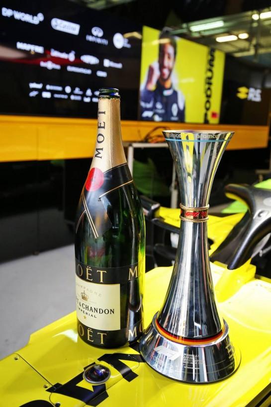 Renault F1 Team celebrates third position for Daniel Ricciardo (AUS) Renault F1 Team. 11.10.2020. Formula 1 World Championship, Rd 11, Eifel Grand Prix, Nurbugring, Germany, Race Day. - www.xpbimages.com, EMail: requests@xpbimages.com © Copyright: Moy / XPB Images