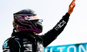 Hamilton snatches last gasp pole from Bottas at Portimão