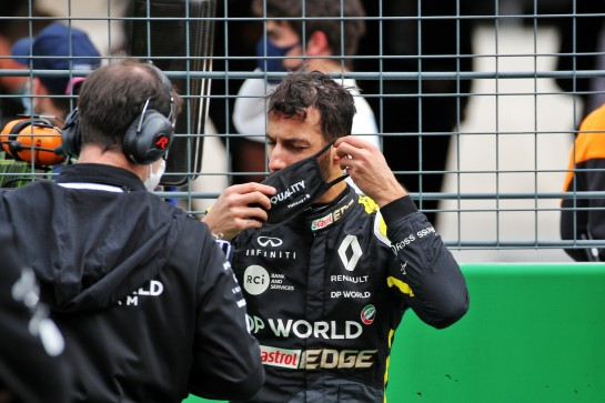 Daniel Ricciardo (AUS) Renault F1 Team on the grid. 25.10.2020. Formula 1 World Championship, Rd 12, Portuguese Grand Prix, Portimao, Portugal, Race Day. - www.xpbimages.com, EMail: requests@xpbimages.com © Copyright: Batchelor / XPB Images