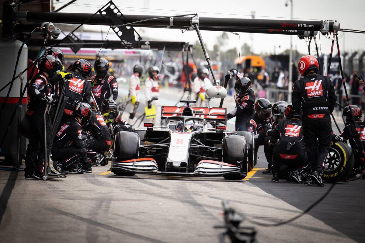Romain Grosjean (FRA) Haas F1 Team VF-20 makes a pit stop.