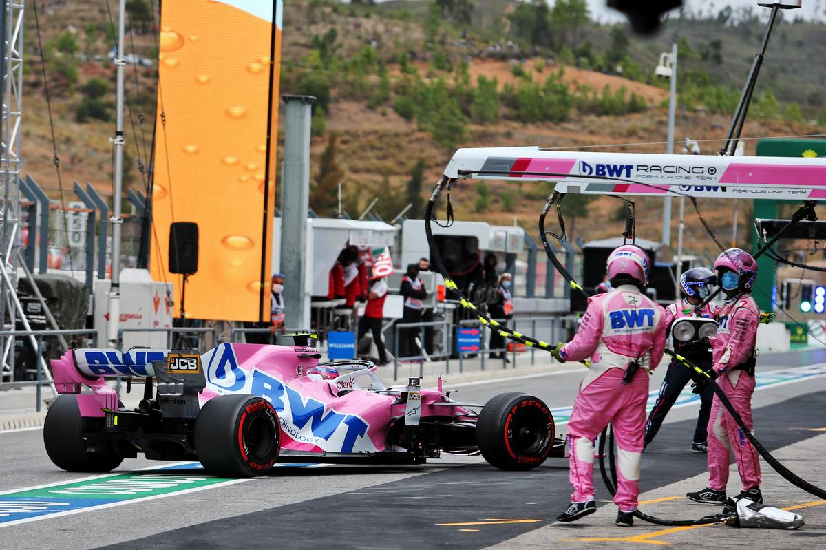 Lance Stroll (CDN) Racing Point F1 Team RP20 calls into the pits to retire from the race.