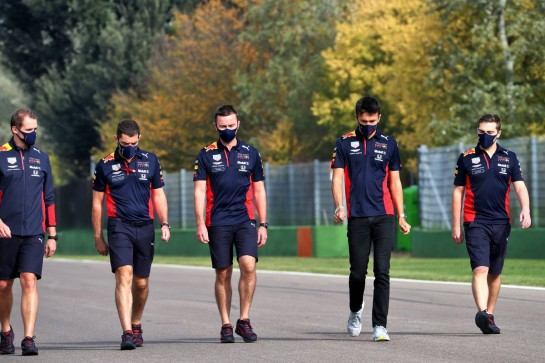Alexander Albon (THA) Red Bull Racing walks the circuit with the team.
