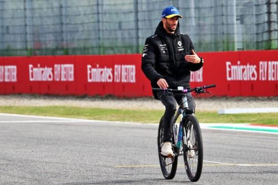 Daniel Ricciardo (AUS) Renault F1 Team rides the circuit. 30.10.2020. Formula 1 World Championship, Rd 13, Emilia Romagna Grand Prix, Imola, Italy, Practice Day. - www.xpbimages.com, EMail: requests@xpbimages.com © Copyright: Batchelor / XPB Images