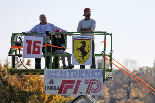 Circuit atmosphere - fans. 31.10.2020. Formula 1 World Championship, Rd 13, Emilia Romagna Grand Prix, Imola, Italy, Qualifying Day. - www.xpbimages.com, EMail: requests@xpbimages.com © Copyright: Charniaux / XPB Images