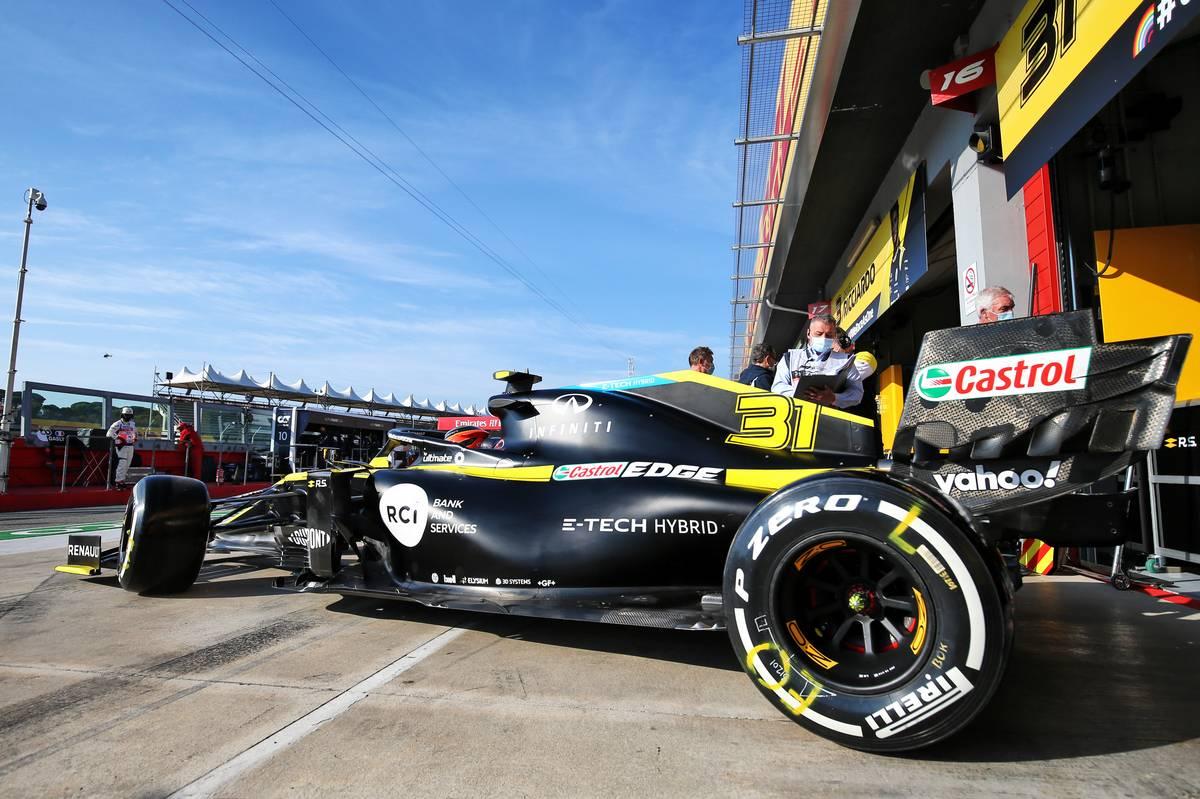 Esteban Ocon (FRA) Renault F1 Team RS20 leaves the pits. 31.10.2020.